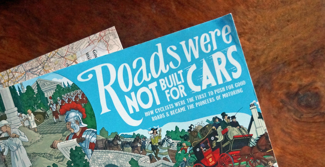 Boganmeldelse: Roads Were Not Built For Cars