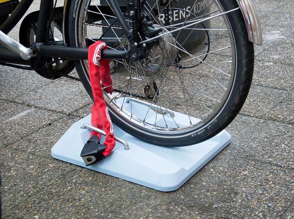 Meno-Cargo-Bike-parking-02