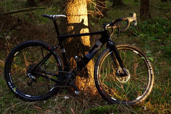 hybrid cross cykel