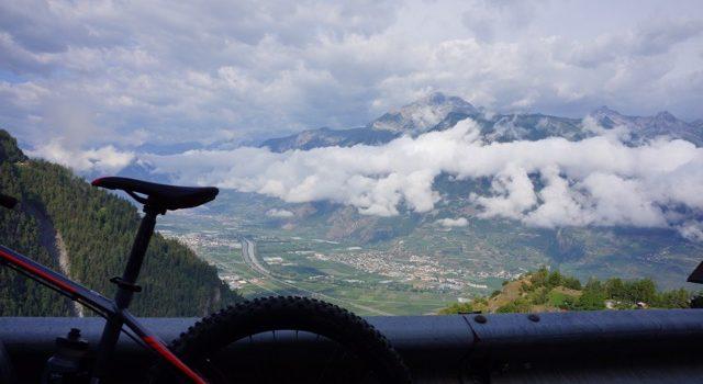 På to hjul i Europas højeste bjerge