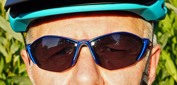 5a90fe22d14e Solbriller er et stykke næsten uundværligt cykeltilbehør. Shimano har  adskillige modeller i deres omfattende Lifestyle Gear program