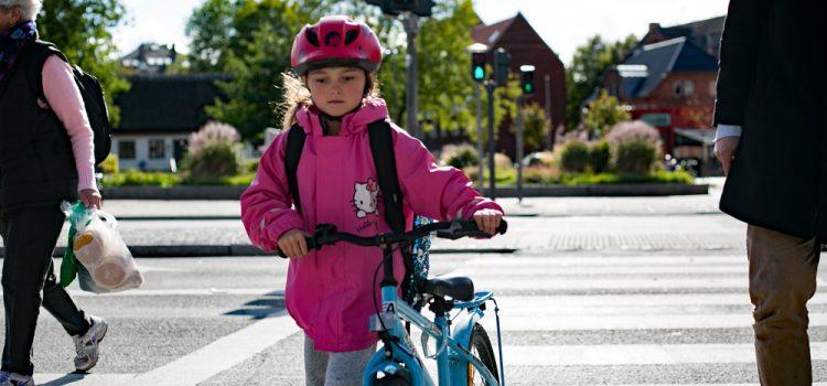 Flere og flere skolebørn bruger cykelhjelm