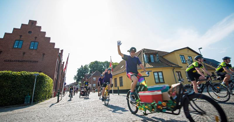 Danskerne cykler mod kræft