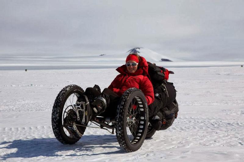 Maria Leijerstam på vej til sydpolen i specialkonstrueret liggecykel