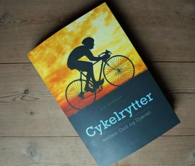 cykelrytter-mellem-gud-og-djævel-03