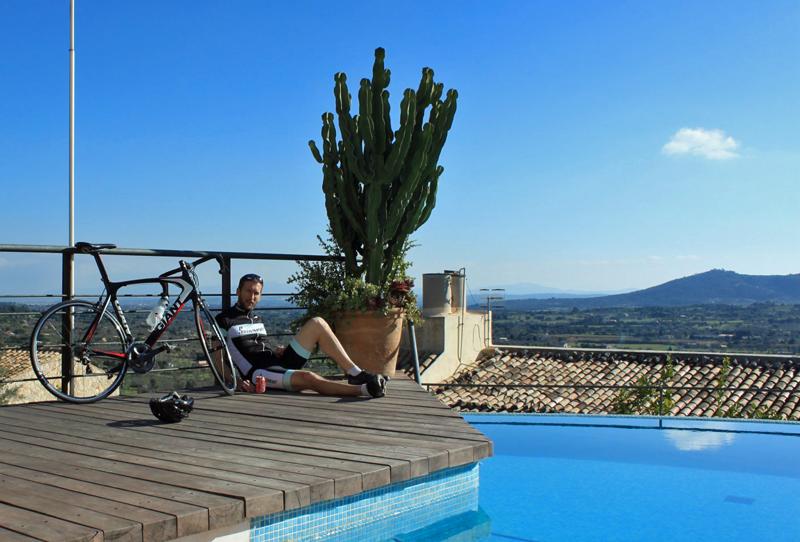 Start din cykeltur for enden af svømmepølen