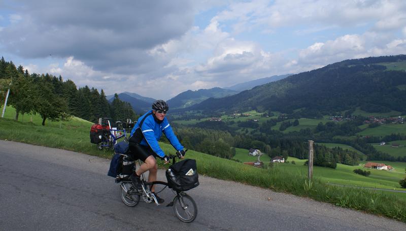 Små hjul på bjergtagende tur